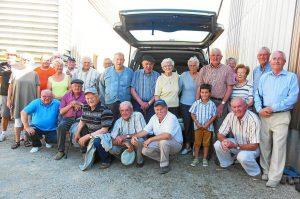 Adhérents du club de retraités et résidents de l'Ehpad Ste Bernadette, ensemble pour des parties de pétanque